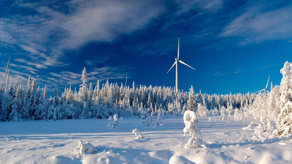 Vindkraftsnurra i vinterlandskap